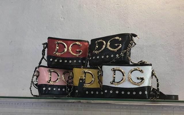"""Túi """"hàng hiệu"""" Gucci, Chanel, LV, Charles&Keith... giá chỉ từ 30.000 đồng/chiếc"""