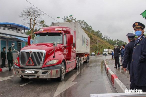 Thủ tướng cho phép giao nhận hàng hóa ở cửa khẩu và thực hiện nghiêm việc kiểm dịch