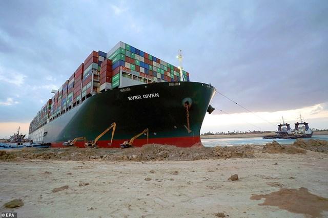 Cước vận chuyển đường biển các sản phẩm dầu mỏ tuần qua đã tăng gấp đôi do sự cố Kênh đào Suez