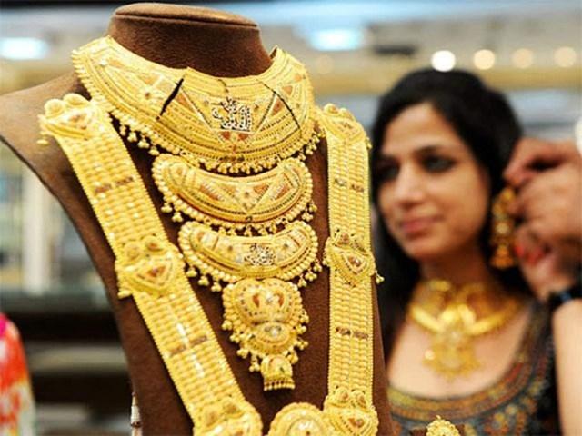 Người Ấn Độ bán tháo vàng để trang trải sinh hoạt phí