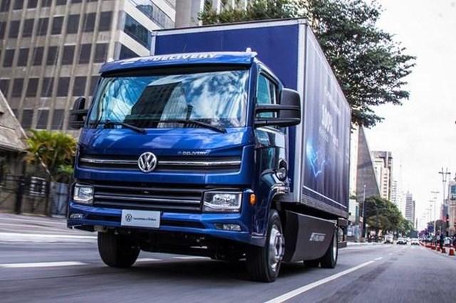 Volkswagen ra mắt xe tải điện đầu tiên tại Brazil