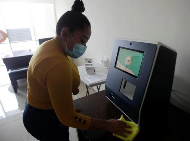 ATM đầu tiên cho phép người dùng sở hữu bitcoin và ethereum rút đồng nội tệ