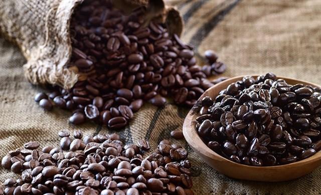 Giá cà phê ngày 25/10 tiếp tục trượt dốc