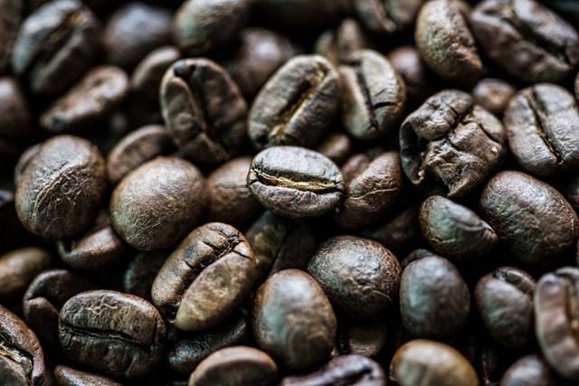 TT cà phê ngày 02/4: Lao dốc mạnh, có nơi chạm mức 30.700 đồng/kg