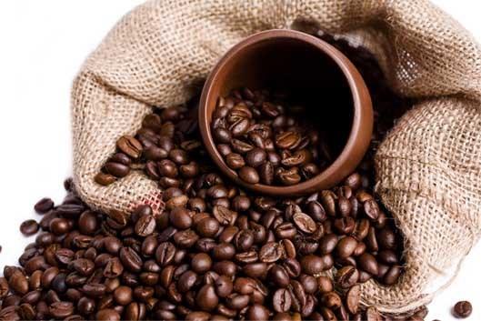 Sản lượng cà phê Việt Nam niên vụ 2020 - 2021 dự báo giảm 15%