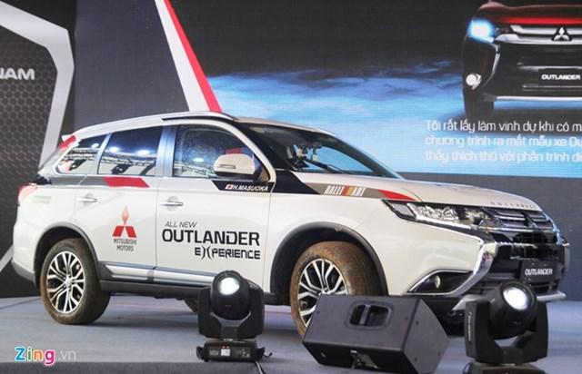Mitsubishi Outlander 2016 có giá từ 975 triệu đồng ở Việt Nam