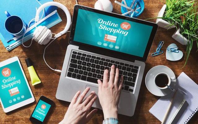 """Mua sắm online trở thành trào lưu """"hot"""" cho chị em những ngày cận Tết"""