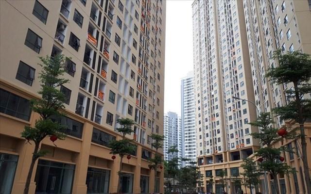 """Cư dân nhiều chung cư ở Hà Nội """"ngồi trên lửa"""" đợi sổ đỏ"""