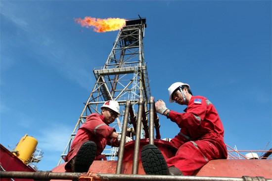 TT dầu TG ngày 17/5: Giá giảm do tồn kho dầu thô Mỹ tăng