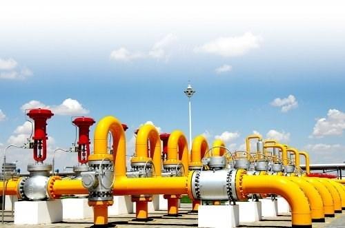 Việc gia hạn cắt giảm sản lượng của OPEC gây lo ngại về nguồn cung dầu thô cho châu Á