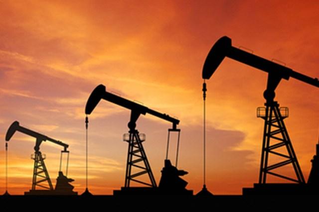 TT năng lượng TG ngày 13/4: Giá dầu tăng hơn 1 USD/thùng