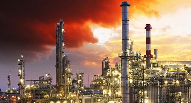Các nhà máy lọc dầu, nhà sản xuất ở Gulf Coast gắng sức chống bão nhiệt đới