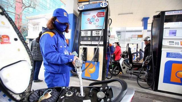 Giá xăng dầu giảm mạnh ngày đầu đi làm sau Tết