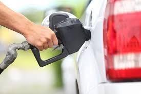 Tiêu thụ xăng của Mỹ bất ngờ giảm trong tháng 4