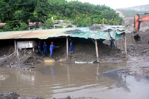 TKV dốc sức cứu hầm mỏ, pha trộn than để cung cấp điện cho miền Nam