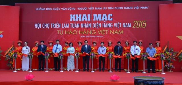 Tưng bừng khai mạc hội chợ triển lãm Tuần nhận diện hàng Việt Nam 2015