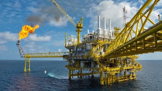 Dầu sụt gần 3% trước kỳ vọng cung dầu tại Mỹ tăng 8 tuần liên tiếp