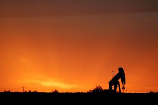 Giá dầu hồi phục nhờ hoạt động mua bù trạng thái
