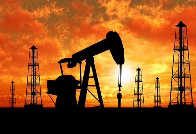 Giá dầu thế giới giảm xuống mức thấp nhất trong 7 năm qua