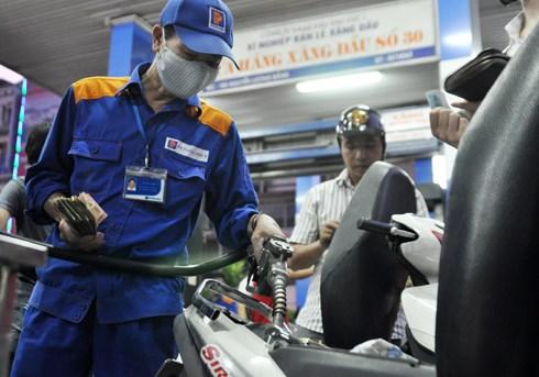Petrolimex niêm yết giá bán mới trên phạm vi toàn quốc
