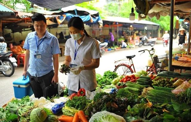 Thị trường trong nước tuần qua: hàng thực phẩm, tiêu dùng đồng loạt giảm giá