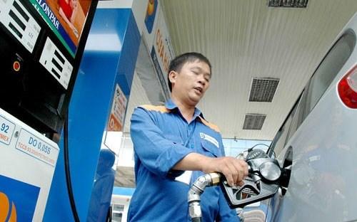 Giá xăng giảm gần 400 đồng, giá dầu giảm mạnh