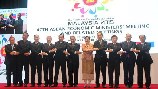 Quyết tâm thành lập cộng đồng kinh tế ASEAN vào cuối năm 2015
