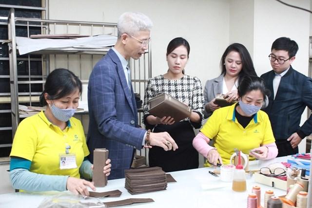 Các DN dệt may, da giày nỗ lực sản xuất kinh doanh trong bối cảnh bệnh viêm phổi cấp