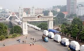 Khuyến cáo các doanh nghiệp hạn chế đưa hàng hóa lên biên giới