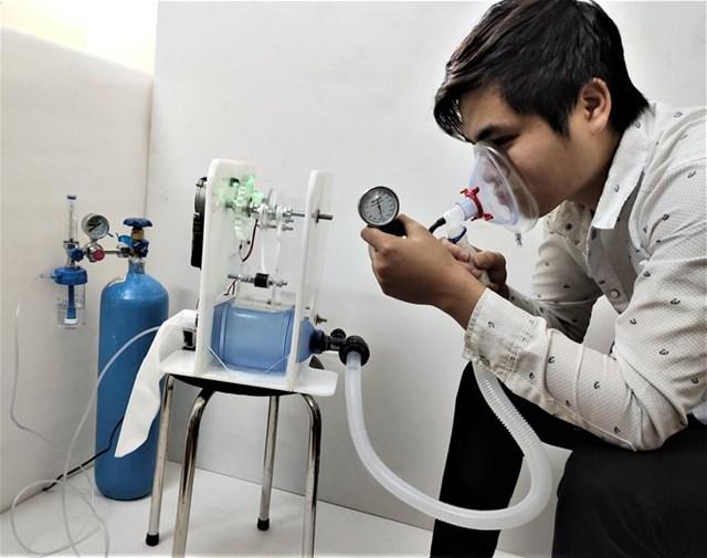 Trường Đại học Điện lực đã nghiên cứu và chế tạo thành công máy trợ thở