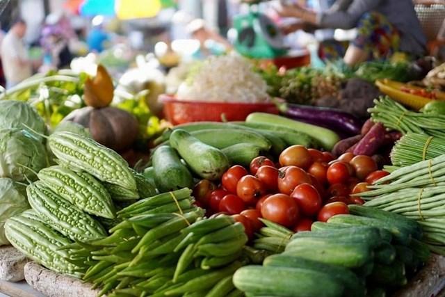 Giá thực phẩm hôm nay 6/1: Giá rau củ ổn định, thực phẩm tăng