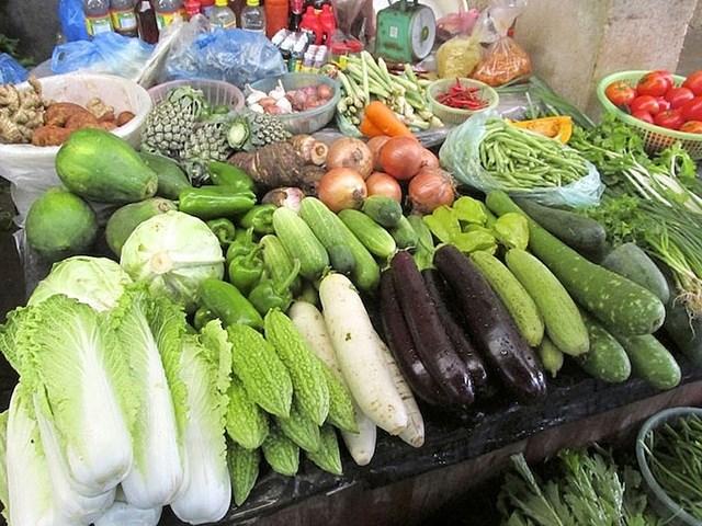 Giá thực phẩm hôm nay 7/1: Giá rau củ giảm, giá thực phẩm tươi sống tăng