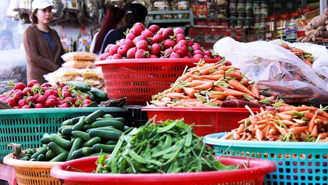 Giá thực phẩm hôm nay 20/1: Giá rau củ ổn định, trái cây tăng