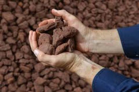 Giá quặng sắt tiếp tục trái chiều với các mặt hàng kim loại còn lại