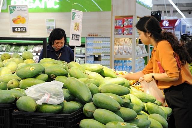Thị trường sôi động nhờ nhu cầu tiêu dùng của người dân tăng trở lại