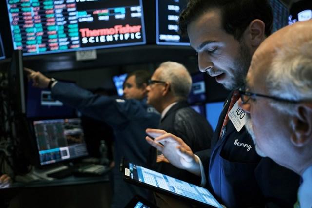Nhiều cổ phiếu vẫn lao dốc dù thị trường chứng khoán liên tục bứt phá
