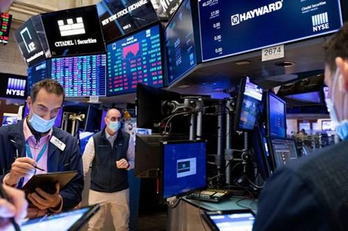 Lạm phát tăng, cổ phiếu du lịch kéo cổ phiếu châu Âu giảm