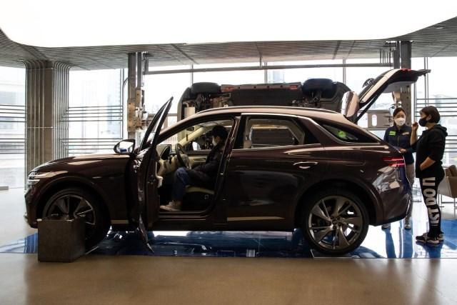 Mỗi chiếc xe hơi 'ra đời' cần 900 kg thép, ngành ôtô bị ảnh hưởng ra sao khi giá thép tăng cao?