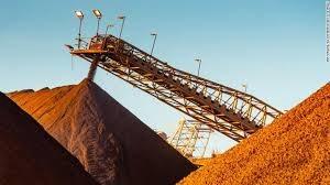 Giá quặng sắt giảm hơn 8% do triển vọng về nhu cầu mờ nhạt