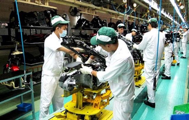 """Sản xuất công nghiệp """"gắng gượng"""" tăng trưởng trong đại dịch"""