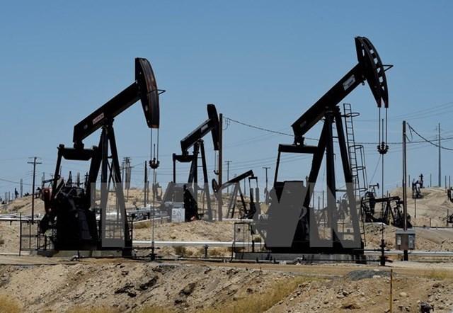 """Giá dầu giảm do giới đầu tư quan ngại thỏa thuận """"đóng băng"""""""