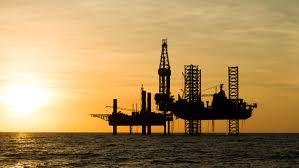 Giá dầu tăng khi các nhà sản xuất cam kết hạn chế sản lượng