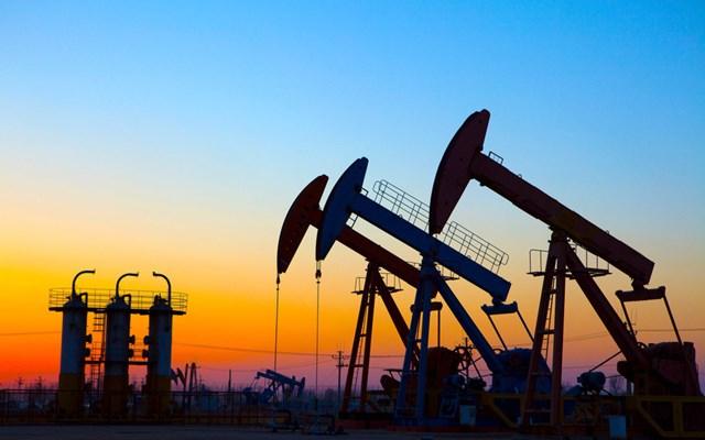 Giá dầu đảo chiều tăng 1%