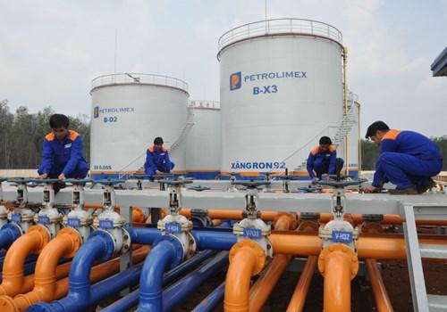 Xăng dầu tạm nhập chuyển tiêu thụ nội địa không phải xin giấy phép