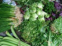 Giá rau quả tăng giảm tùy loại vì mưa lũ kéo dài
