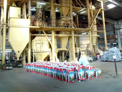 Cách tính thuế GTGT máy móc NK cho dây chuyền sản xuất thức ăn chăn nuôi