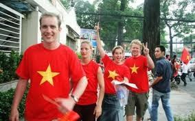 Việt Kiều đổ xô về ăn Tết, khách quốc tế đến Việt Nam tăng vọt