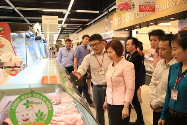 Bộ Công thương làm việc cùng các doanh nghiệp giải cứu thịt heo