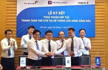 Petrolimex mở cổng thanh toán POS cho thẻ nội địa thanh toán xăng dầu toàn quốc