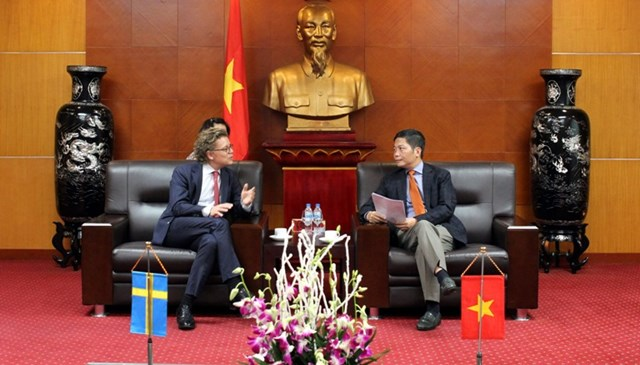 Bộ trưởng Trần Tuấn Anh tiếp Đại sứ đặc mệnh toàn quyền Thụy Điển
